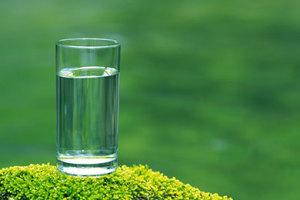 Cate lichide ar trebui sa bea micutii nostri?